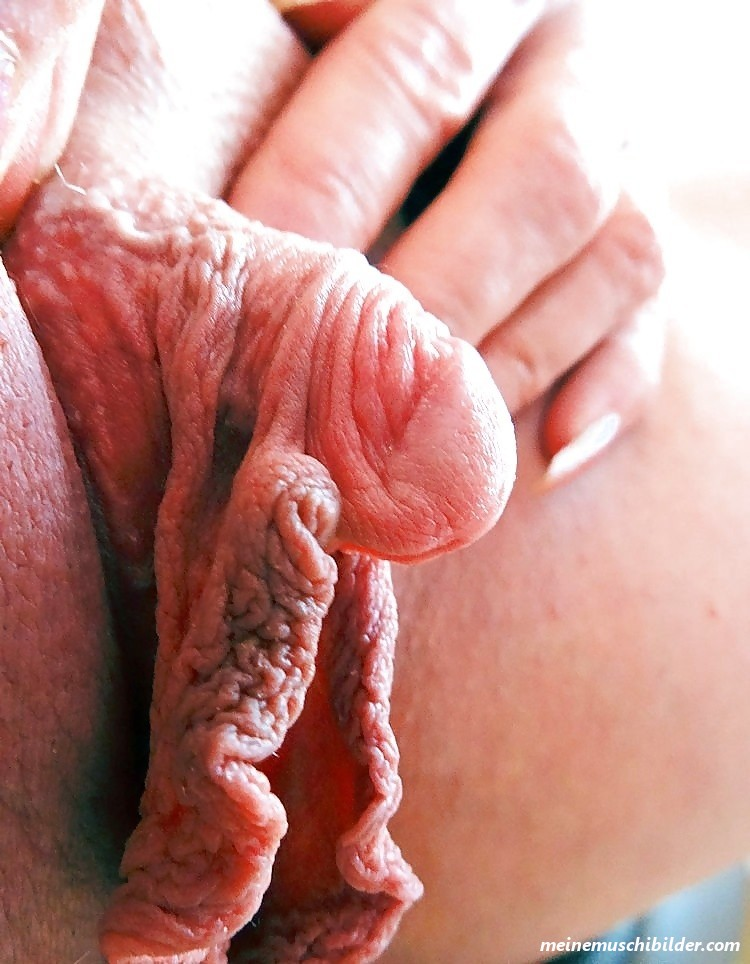 Unhooded clit